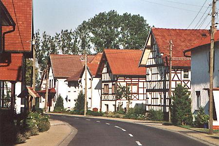 Blick auf die Dorfstraße