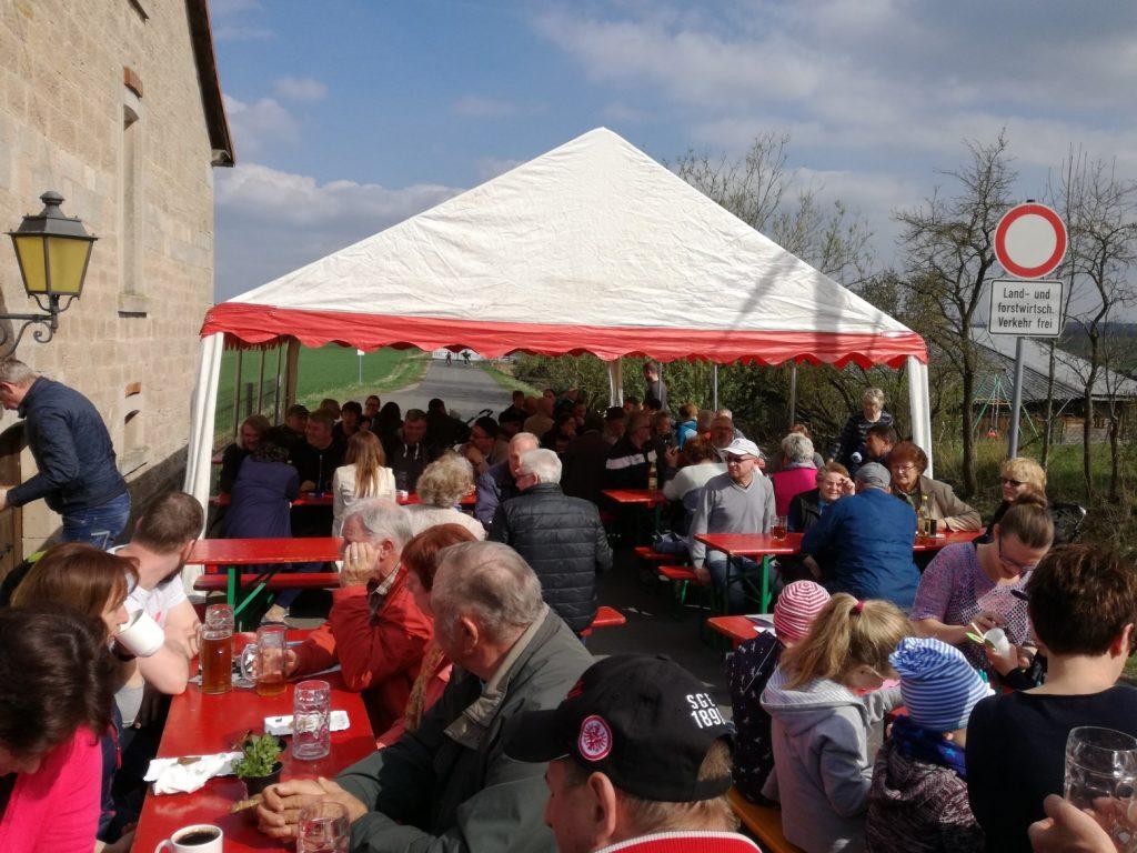 Viele Gäste aus Nah und Fern besuchten das Gompertshäuser Brau- und Backhausfest.