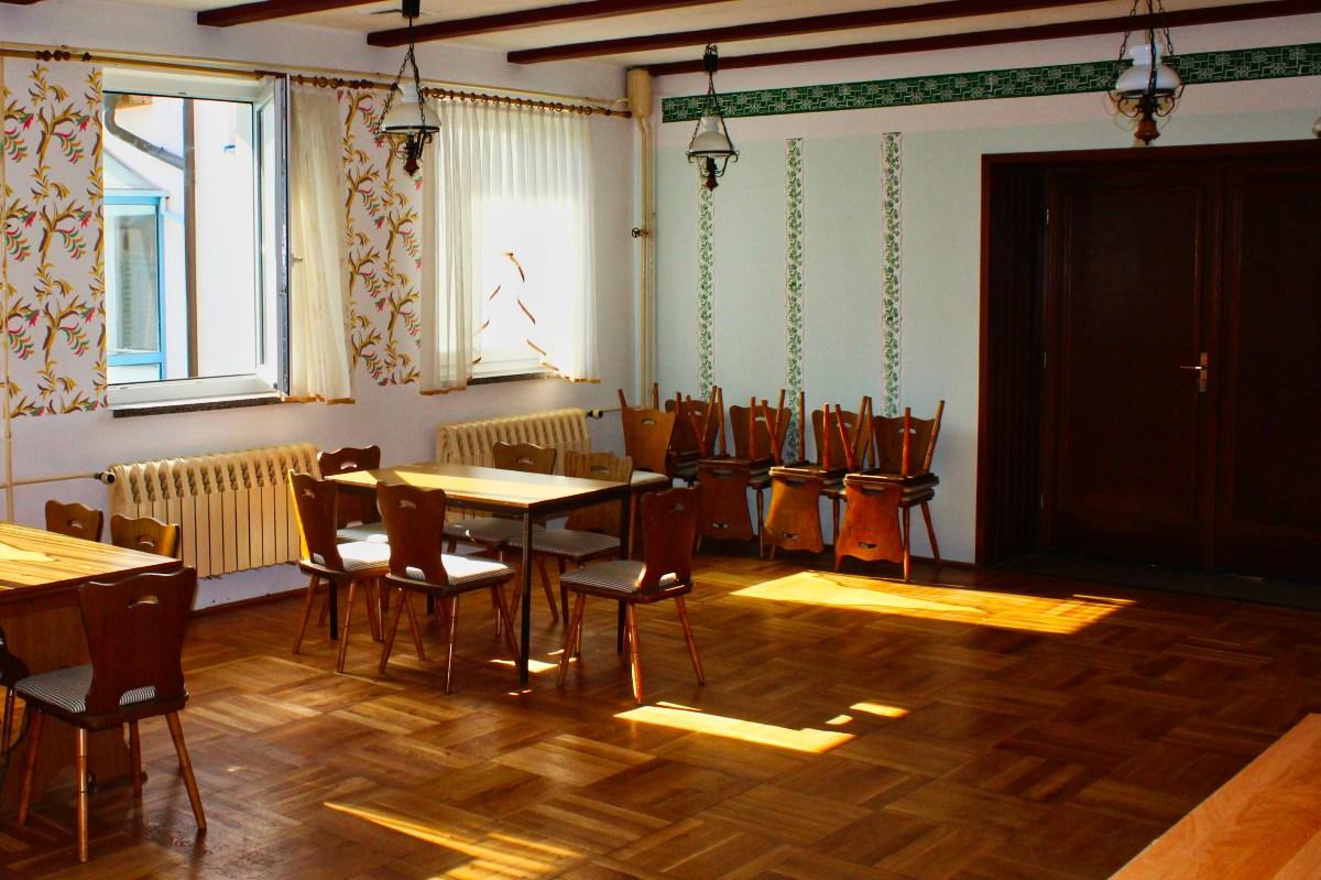 leerstehendes Gaststätten-Gebäude in Gompertshausen