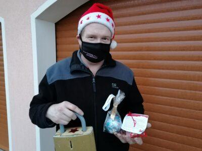 Übergabe der Rentner-Weihnachtsgeschenke