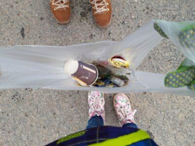 Die Kita Regenbogen befreit Gompertshausen vom Müll